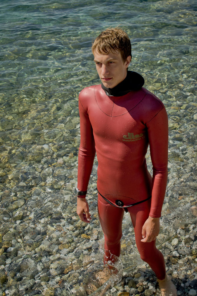 How to wear the wetsuit correctly